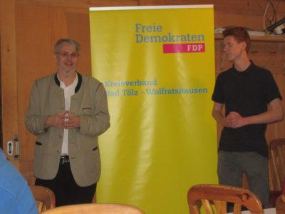 FDP Kreisvorsitzender Fritz Haugg und der stellvertretende Juli-Vorsitzende von Oberbayern Simon Roloff aus Bichl