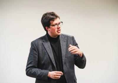 Dr. Lukas Köhler, MdB, bei seiner leidenschaftlichen Rede, u.a. zu Energieeinsparung durch neue Mobilfunkstandards, Parksuchverkehrs- und Stauvermeidung.
