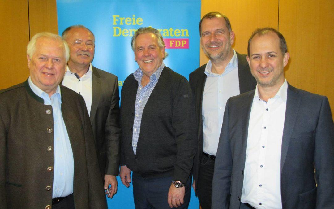 v.l.n.r.: Günther Fuhrmann (Kreisrat und Stadtrat), Albert Vögerl (Erfinder von TerraCool), Albert Duin (MdL), Larry Terwey (Bürgermeister-Kandidat Geretsried), Peter Fuhrmann (Referent von TerraCool)