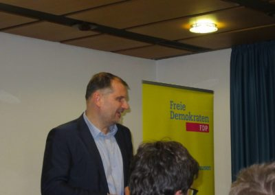 Larry Terwey, FDP-Bürgermeister-Kandidat für Geretsried, bei seinem Grußwort und seiner Kurzvorstellung