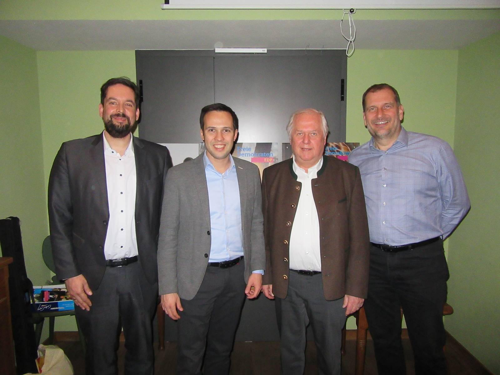 v.l.n.r.: Dr. Patrick Lechner, Martin Hagen (MdL), Günther Fuhrmann, Larry Terwey